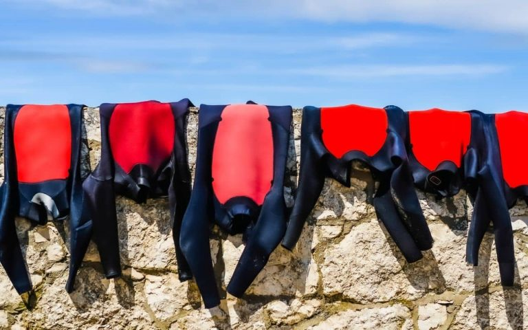 How to Wash a Wetsuit: A Comprehensive Guide