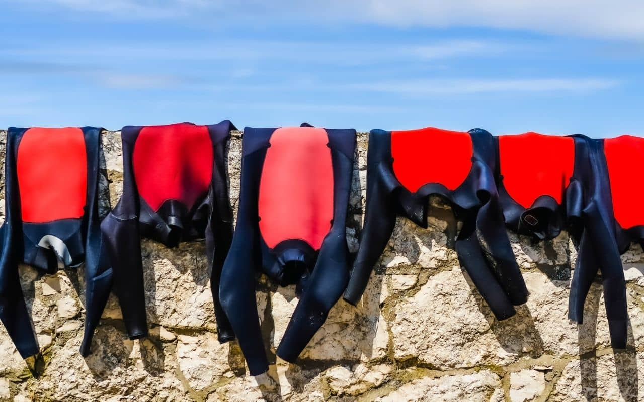 wetsuits-along-beachwall-how-to-wash-a-wetsuit