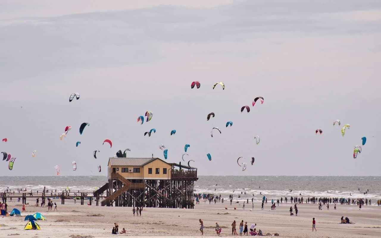 kites-flying-around-pier-kitesurfing-lessons-uk