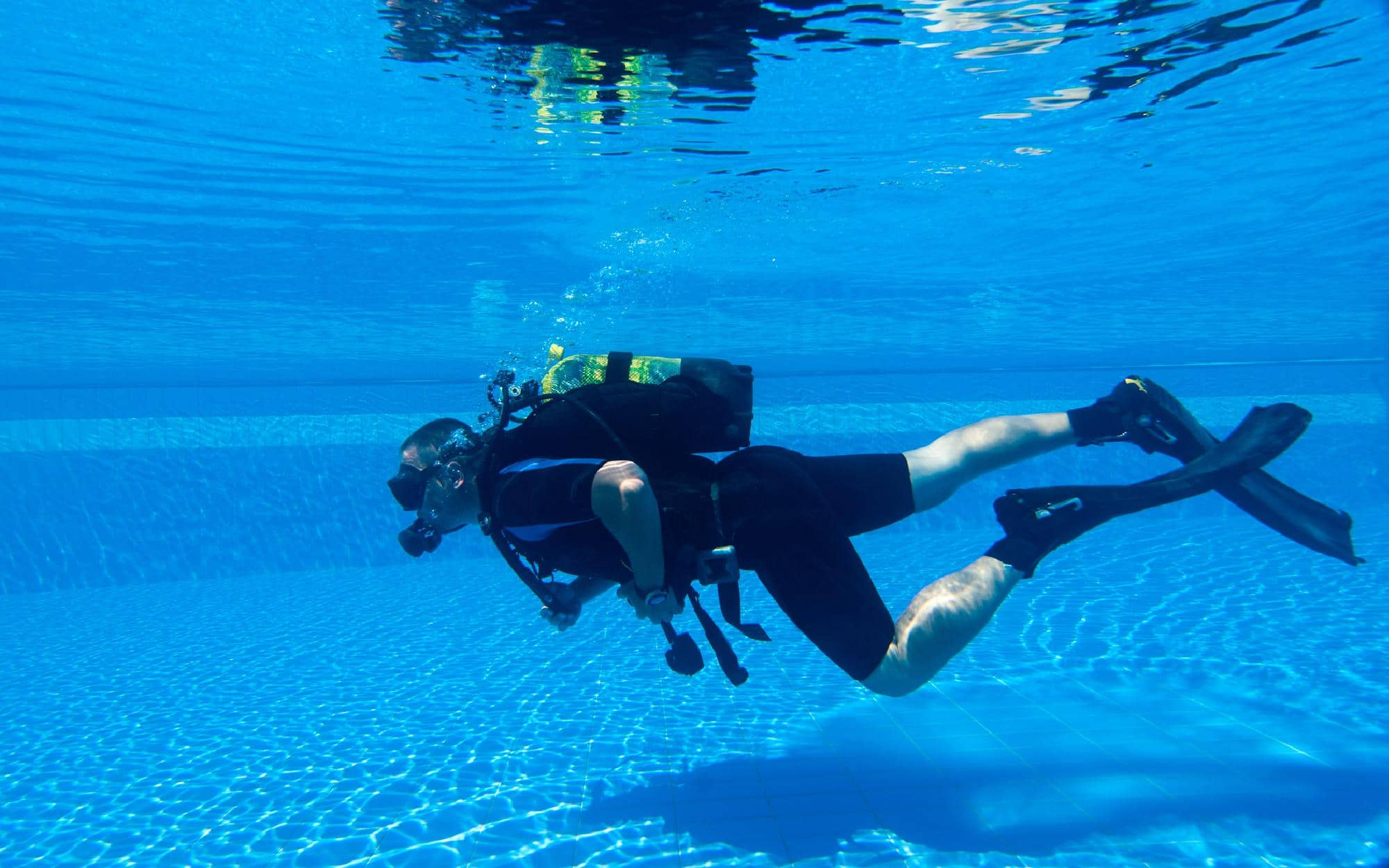 can-you-wear-wetsuits-in-a-swimming-pool
