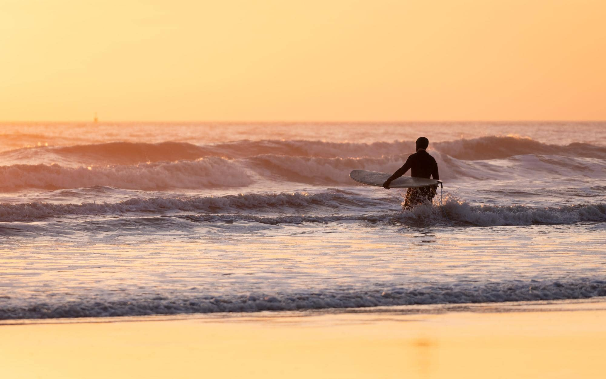 surfing-in-porthcawl-wales