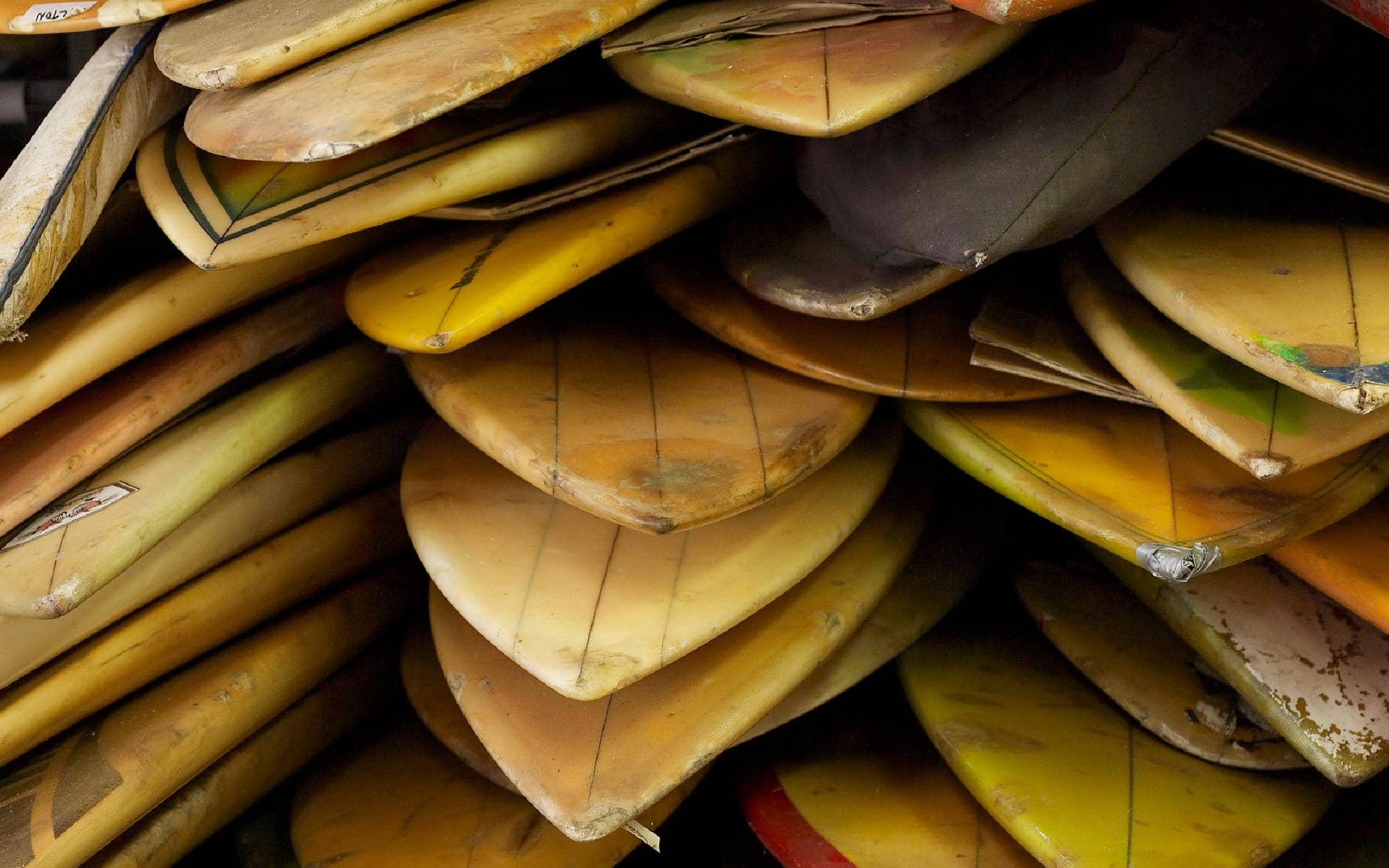 ideas-for-storing-surfboards