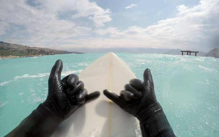 10 BEST Wetsuit Gloves For Surfing