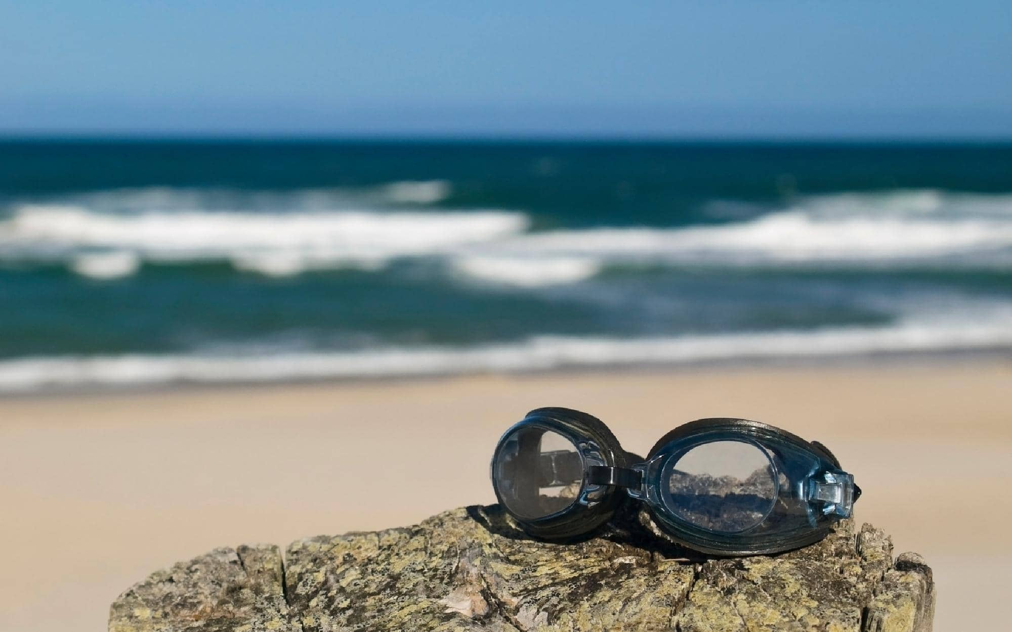 can-i-wear-glasses-while-surfing